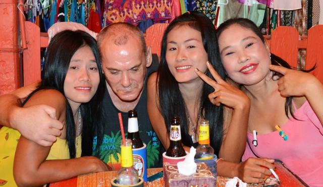bar girls explained the truth about pattaya bar girls. Black Bedroom Furniture Sets. Home Design Ideas
