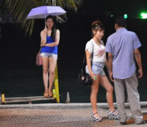 Freelance hookers on Pattaya beach