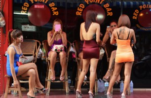 Pattaya bar girls on Soi 6