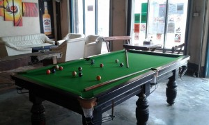 lisa-cafe-pool-table