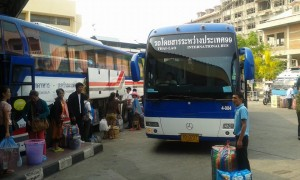 mukdahan-thai-lao-international-bus-across-bridge