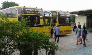 yellow-bus-near-buriram