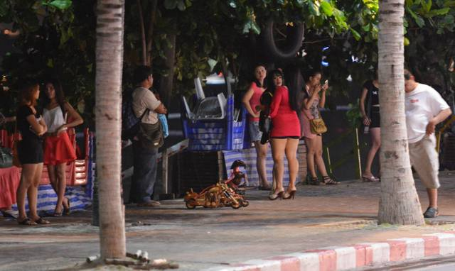 Streetwalkers on Pattaya beach by night