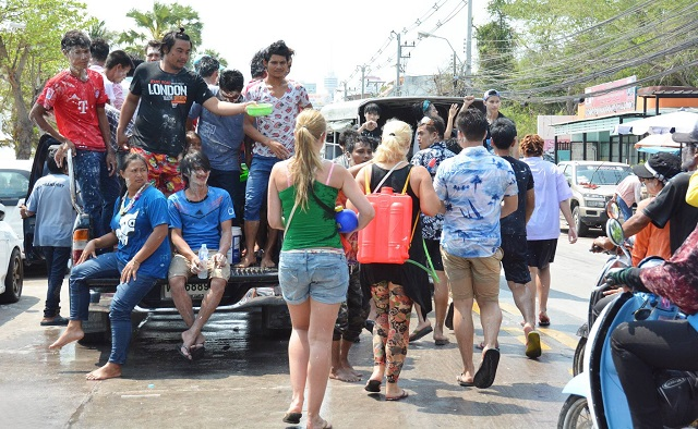 Songkran in Pattaya 2016 - 17