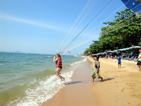 Parasailing on Jomtien beach