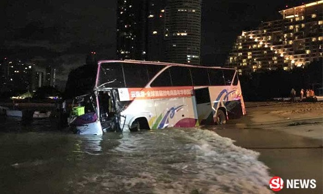 Chinese Tour Bus Plunges into Pattaya Bay Following Brake Failure