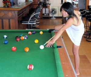 Sexy Thai chick playing pool at a bar in Jomtien